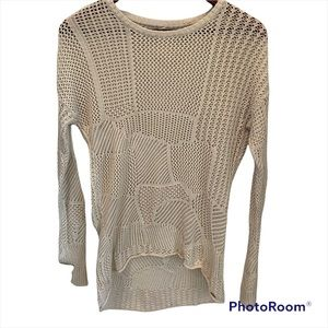 Volcom Light weight knit sweater size extra small (Fit bigger) Color cream